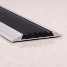 Алюминиевый порог противоскользящий