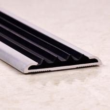 Алюминиевый порог противоскользящий с резиновой вставкой